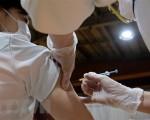 Dữ liệu chứng minh tiêm vaccine ngăn chặn hiệu quả dịch bệnh tại Nhật